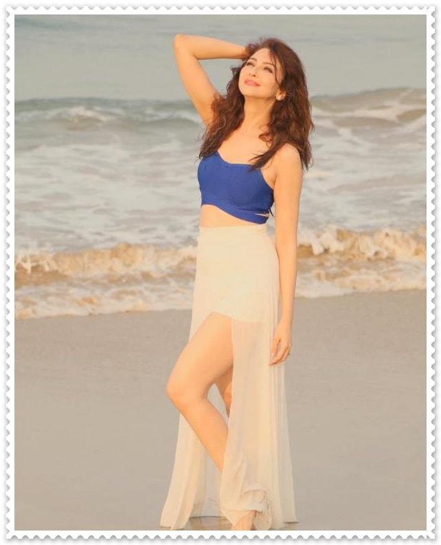 Saumya Tandon Hot Pics